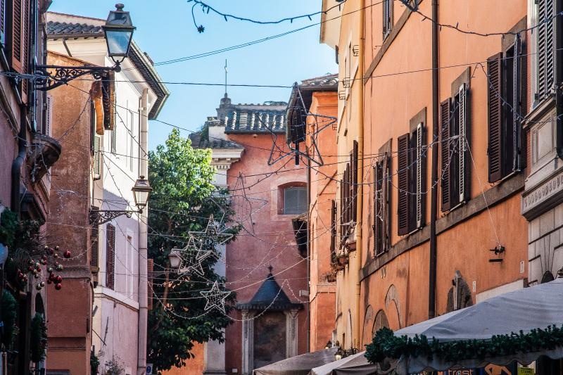 Via Della Scala Pubs, restaurants and shops