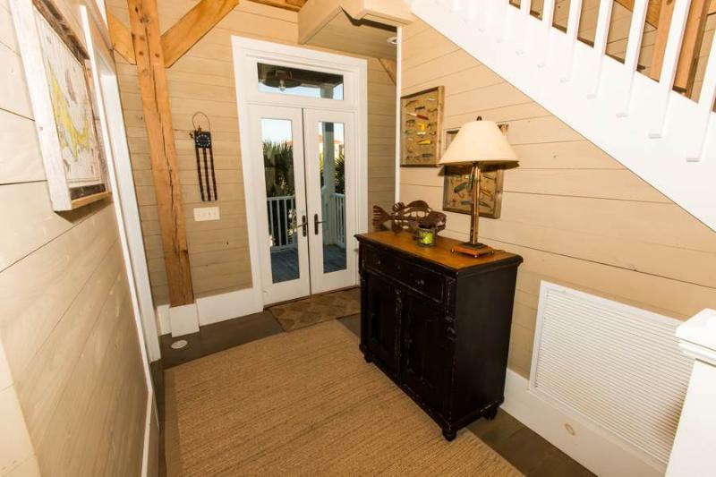 Furniture,Hardwood,Sink,Indoors,Room