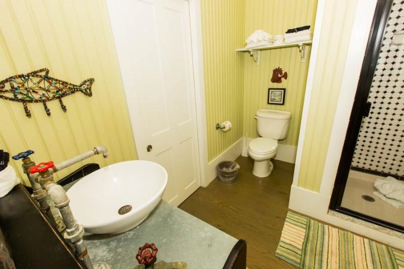 Bathroom,Indoors,Room,Toilet,Sink