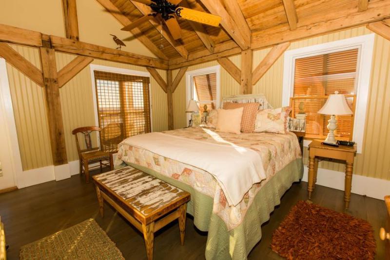 Bedroom,Indoors,Room,Furniture,Loft