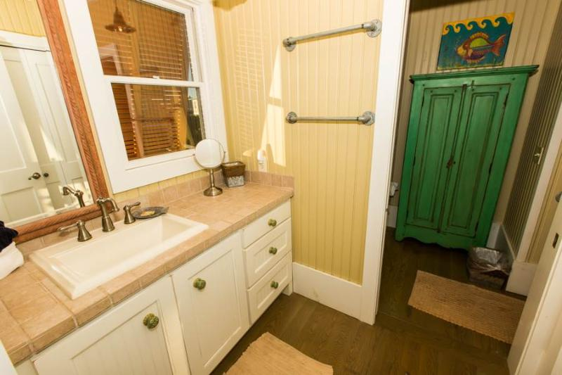 Bathroom,Indoors,Kitchen,Room,Furniture