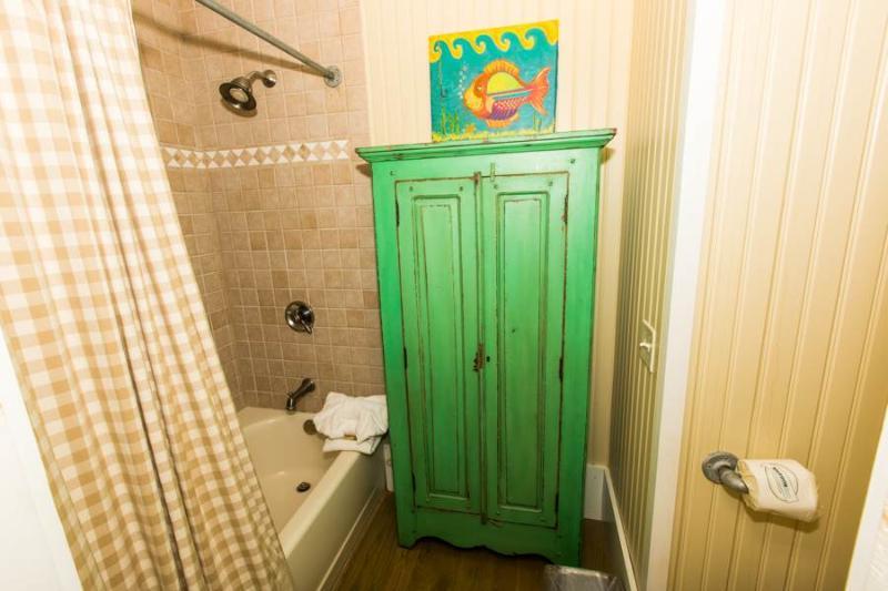 Bathroom,Indoors,Room