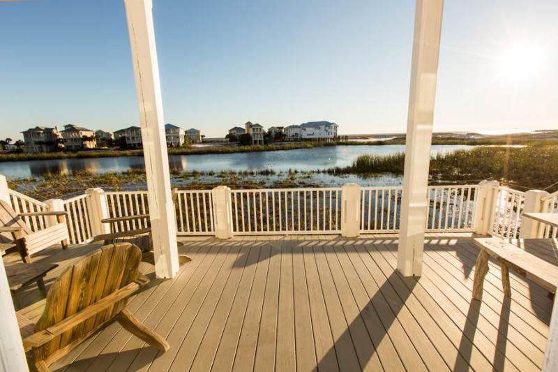 Boardwalk,Deck,Path,Sidewalk,Walkway