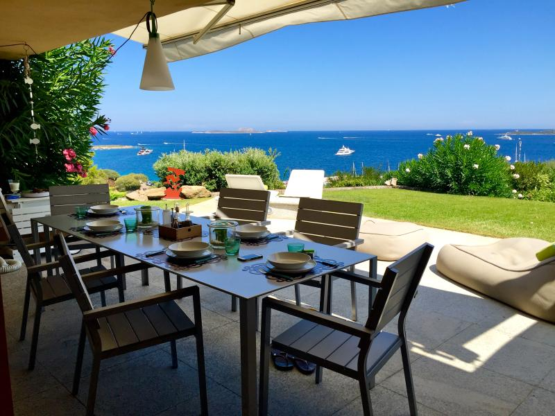 appartamento con giardino fronte mare, holiday rental in Portisco