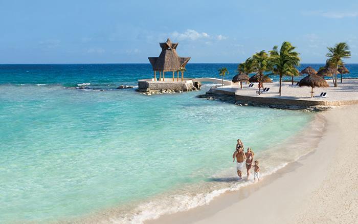 beautiful beach, 5 minutes walk from the condo.