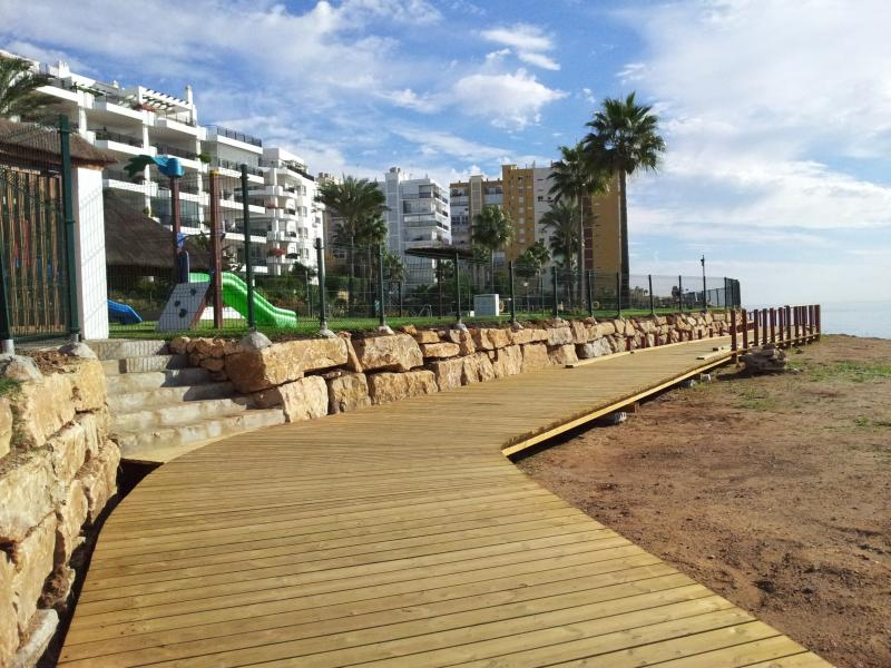 Front line beach location with direct access to beach & boardwalk