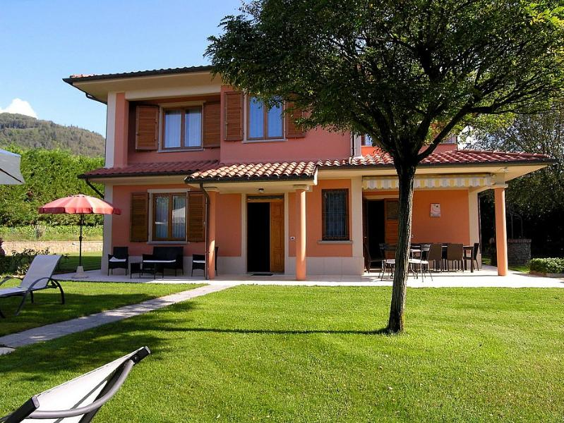 Il Molinaccio Villa Sleeps 12 with Pool and WiFi - 5228758, holiday rental in Penna