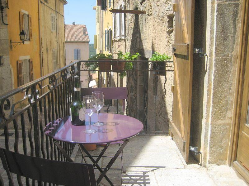 Air conditioned studio in village centre, vacation rental in Fayence