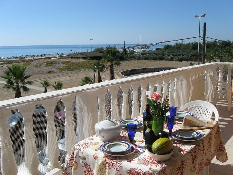 Marina di Ginosa Apartment Sleeps 4 with Air Con and WiFi - 5229335, location de vacances à Metaponto