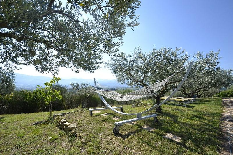 San Venanzia Villa Sleeps 31 with Pool Air Con and WiFi - 5229376, holiday rental in Castel Ritaldi