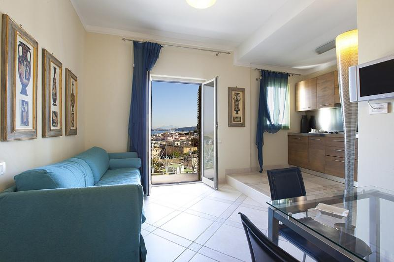 Ischia Villa Sleeps 4 with Air Con and WiFi - 5229401, holiday rental in Cretaio