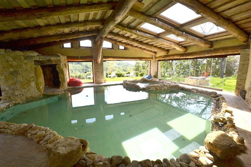 Guardea Villa Sleeps 14 with Pool Air Con and WiFi - 5229404, holiday rental in Pozzo Ciolino