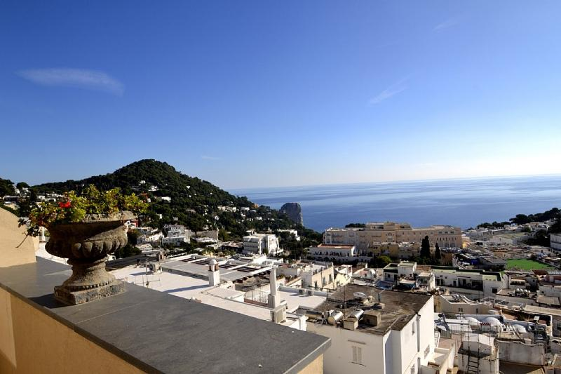 Capri Apartment Sleeps 4 with Air Con - 5229423, casa vacanza a Marina Grande