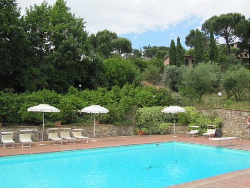 Terrenzano Villa Sleeps 6 with Pool and WiFi - 5229487, alquiler de vacaciones en Costalpino