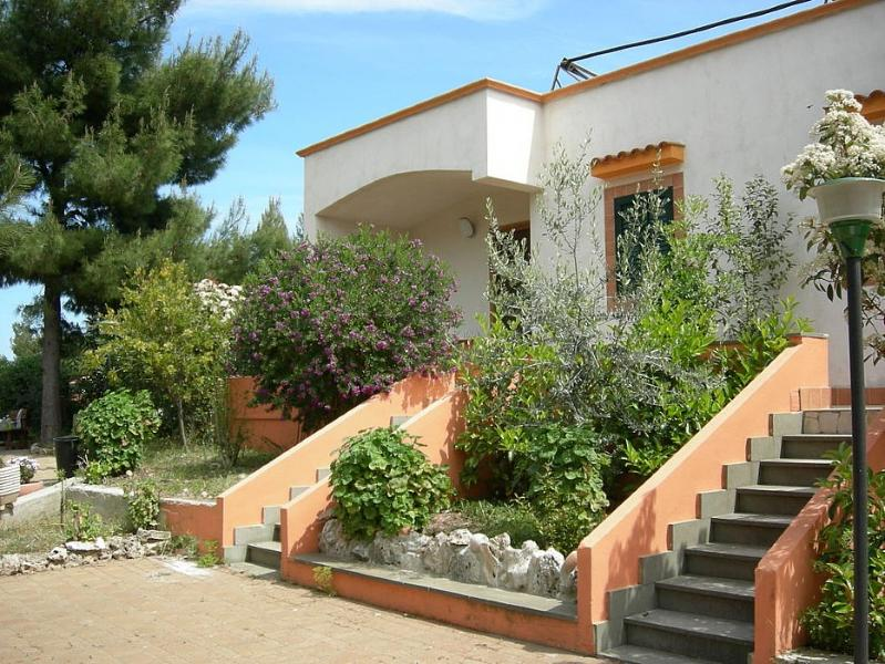 Vieste Villa Sleeps 4 with Air Con and WiFi - 5229455, holiday rental in Palude Mezzane