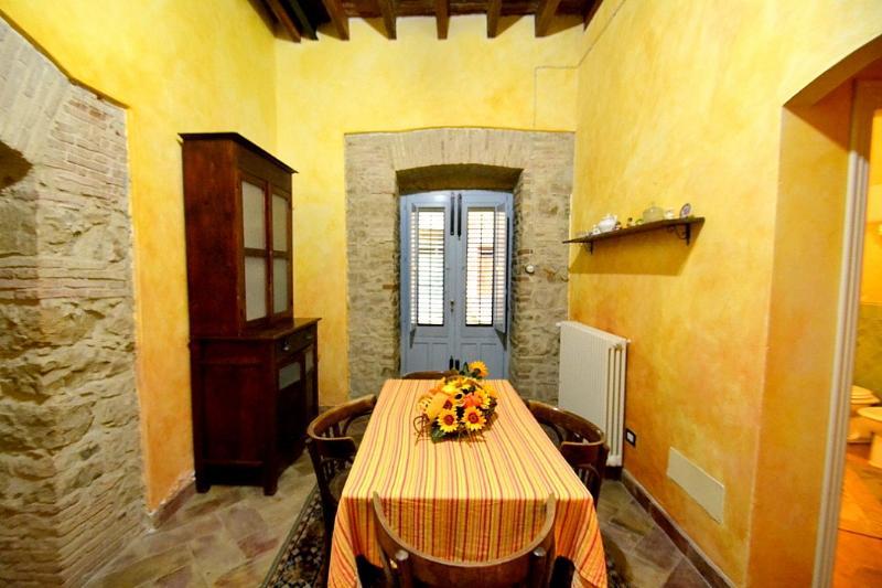 Montemaggiore Belsito Villa Sleeps 3 - 5229463, holiday rental in Montemaggiore Belsito