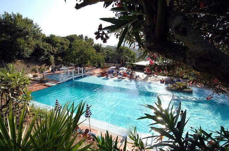 Piano di Sorrento Villa Sleeps 4 with Pool Air Con and WiFi - 5228403, vacation rental in Arola-Preazzano