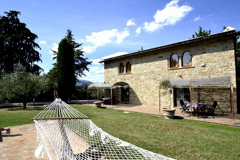 Osteria di Ramazzano Villa Sleeps 6 with Pool Air Con and WiFi - 5229542, alquiler vacacional en Ramazzano