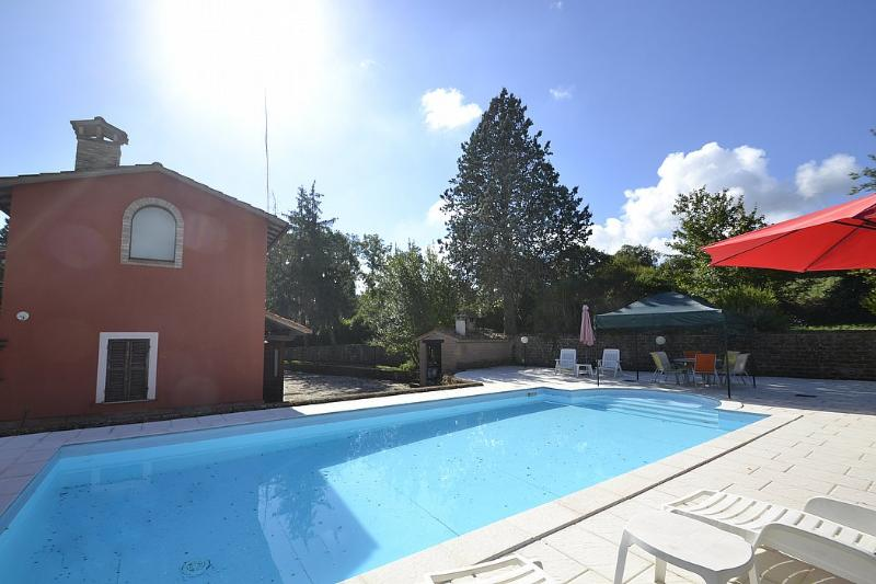 Asproli Villa Sleeps 10 with Pool and WiFi - 5229556, Ferienwohnung in Romazzano