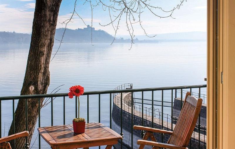 Meina Villa Sleeps 4 with Pool and WiFi - 5229567, Ferienwohnung in Meina