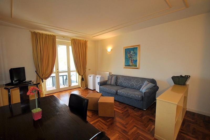 Meina Villa Sleeps 4 with Pool and WiFi - 5229568, Ferienwohnung in Meina