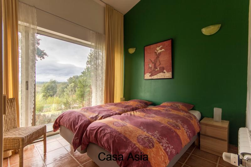 2 bedrooms with 2 single beds Casa Asia