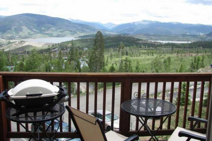 Walk to Forest Trails & Wilderness Areas! Lake & Mnt Views, 5 mins to Blue River, vacation rental in Wildernest