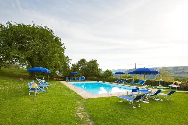 Sant'Antimo Villa Sleeps 5 with Pool and WiFi - 5228342, vacation rental in Castelnuovo dell'Abate