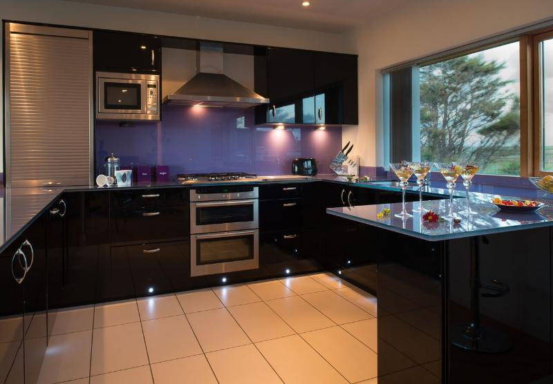 Cook with a dual aspect view!