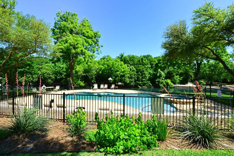 Cool comal cottage updated 2019 2 bedroom apartment in - 2 bedroom suites in new braunfels tx ...