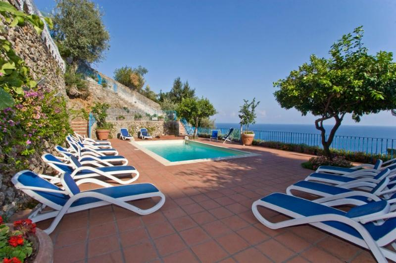 Amalfi Villa Sleeps 12 with Pool Air Con and WiFi - 5227024, vacation rental in Vettica