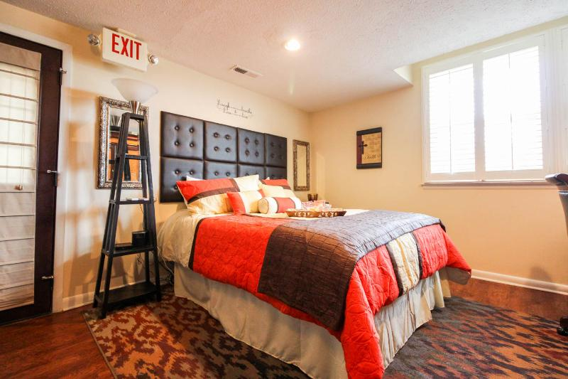 Studio queen bed. Icomfort with adjustable head and foot frame.