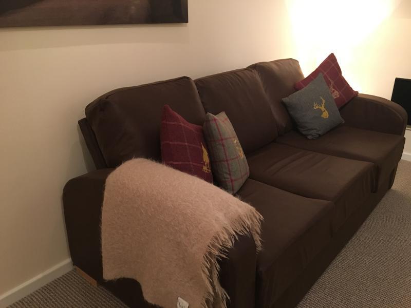 sofá de cuero para los días post relajante (también 2 personas cama si es necesario)