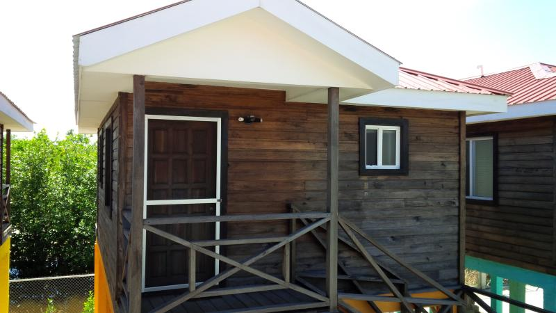 Belize Paradise Cabanas Rentals - Retreat Cabana, aluguéis de temporada em Seine Bight Village