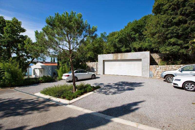 Private gated parking - Opatija Hills