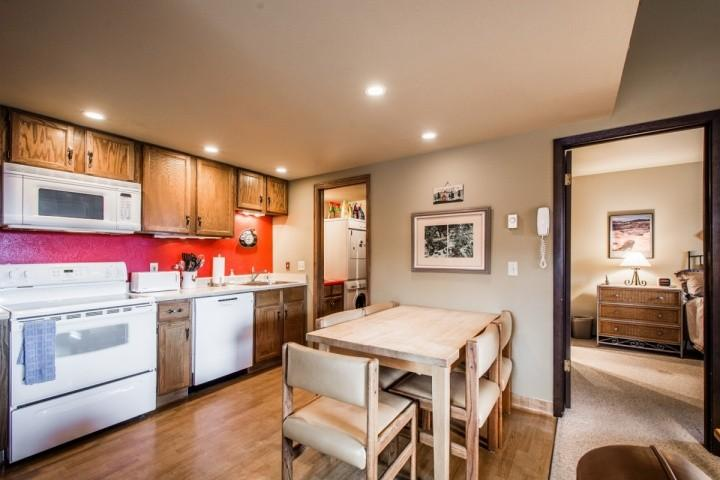 Open fully equiped kitchen.