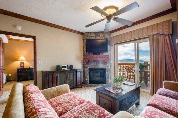 Mountain & Valley Views, Queen Sleeper Sofa, Gas Fireplace,  Cable HDTV, Free WiFi, Private Patio