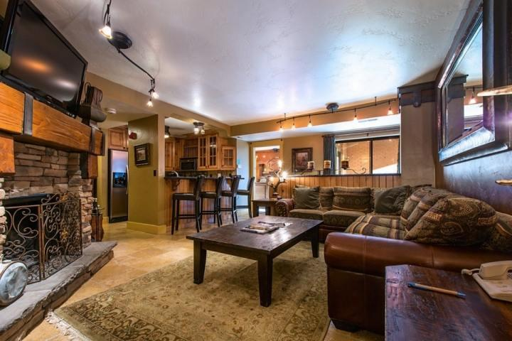 The condo is right at the base of Park City Mountain Resort! Just an easy walk with ski gear to 5 different lifts for immediate access!