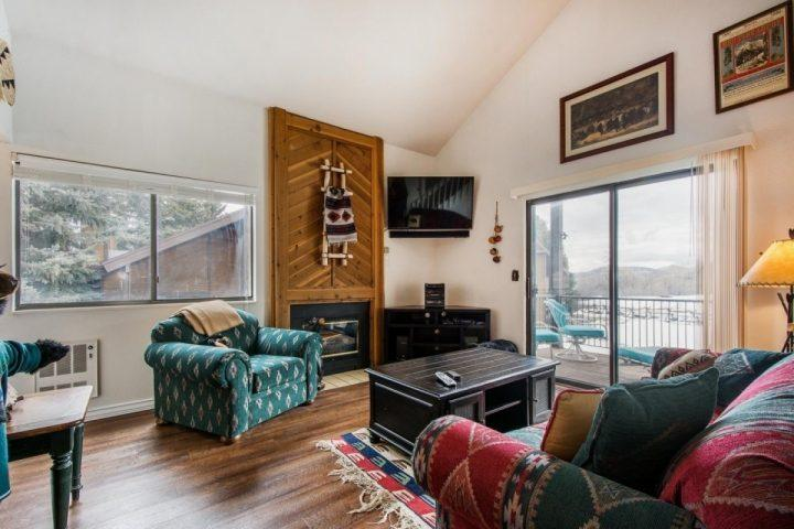 After a long day of exploring Downtown or skiing, it is nice to return to an open home equipped with plush furniture, entertainment center & 50' HDTV.