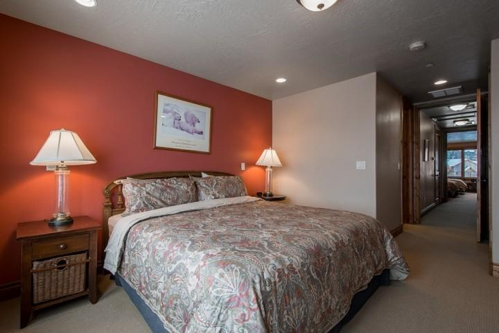 The master (1) bedroom offers a peaceful retreat with a king-size bed with hardwood bed frame, large oversized windows and en suite bathroom.