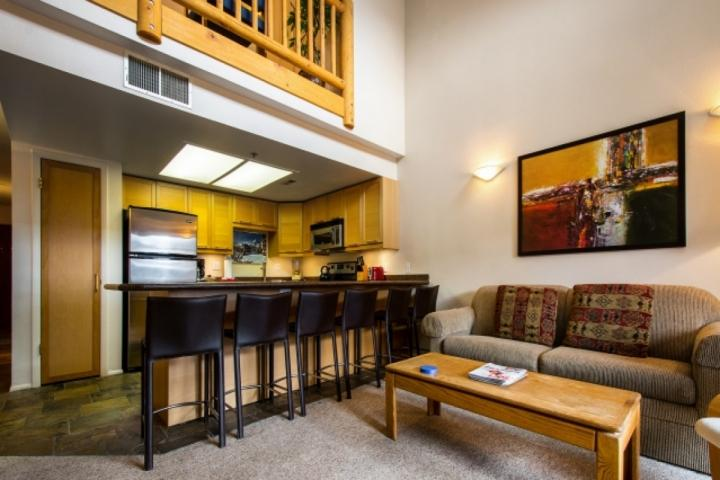 Top Floor Powder Point Condo w Vaulted Ceilings, Fireplace, Shared Hot Tub! Prim Chalet in Park City