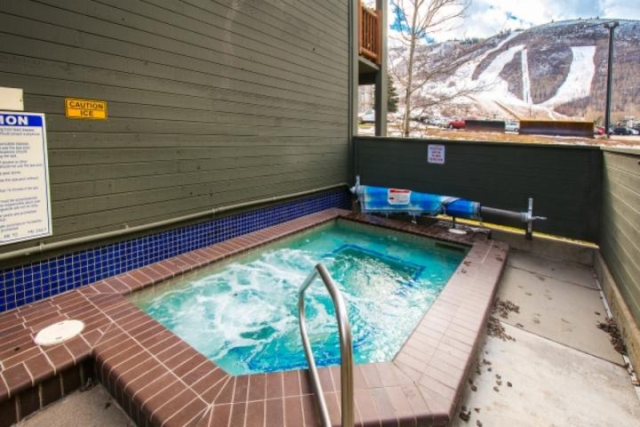 Photo of *FREE SNOWBOARD or SKI RENTAL* Budget Friendly! Top Floor w Mountain Views - 5 M