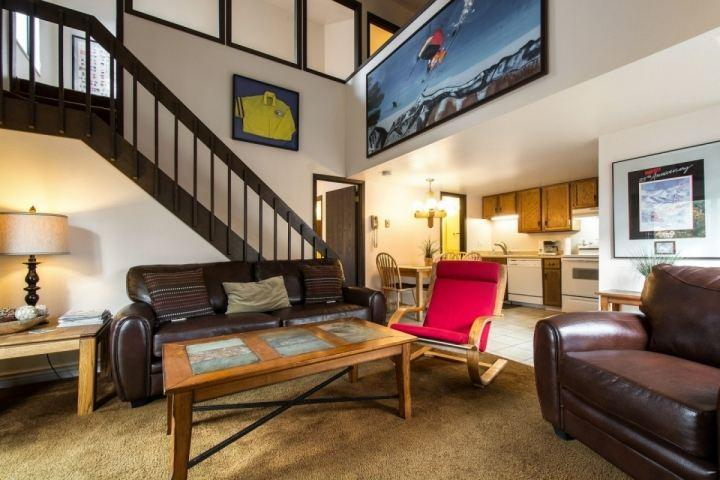 This Red Pine condo is equipped with 2 bedrooms + loft, 2 bathrooms, open living room & kitchen and great amenities like pools, hot tub & sauna.