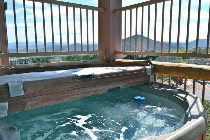 Balcón privado con jacuzzi, jacuzzi; Vistas panorámicas a la montaña del Wasatch