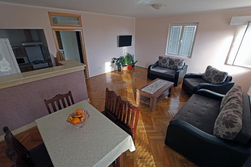 Apartment Pax (3-5 Persons), alquiler vacacional en Njivice