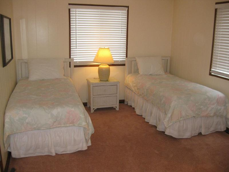open area with two twin beds