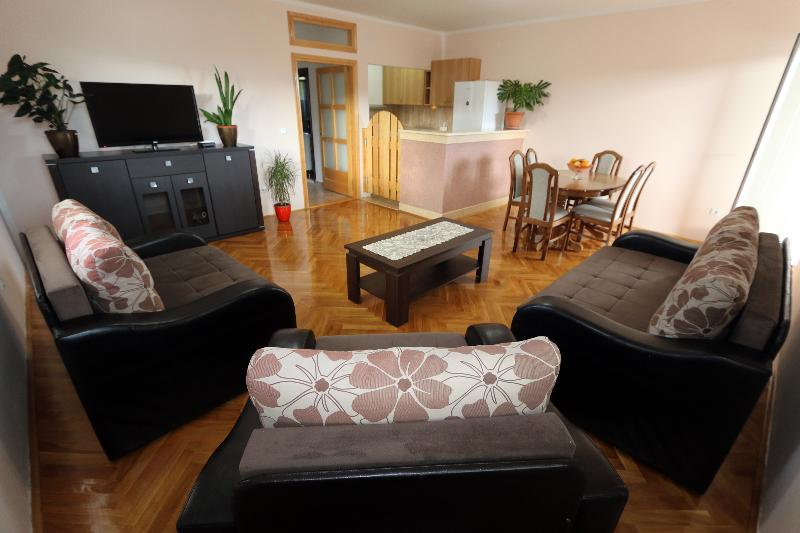 Apartment Pax (4 Persons), holiday rental in Herceg-Novi