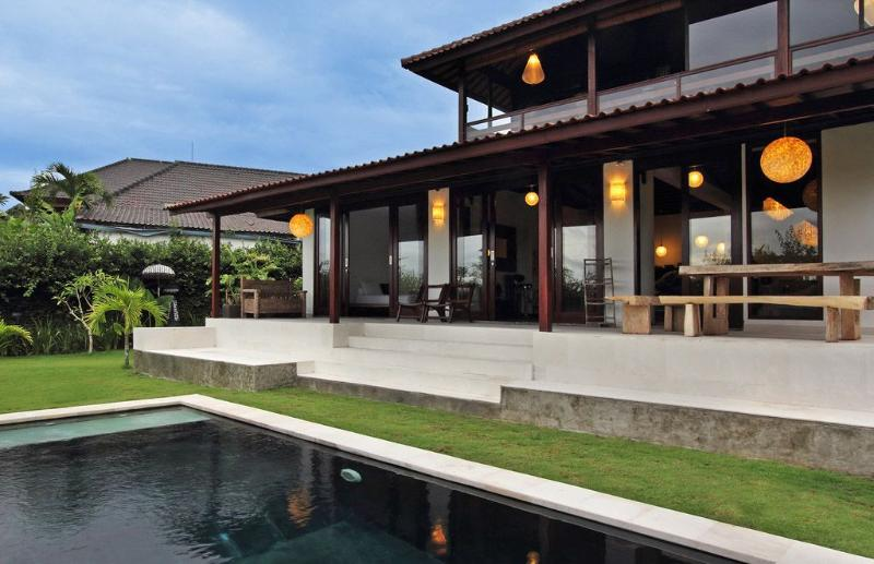 A charming villa in a relax location of Umalas. You can feel the pure air in greater area Seminyaks