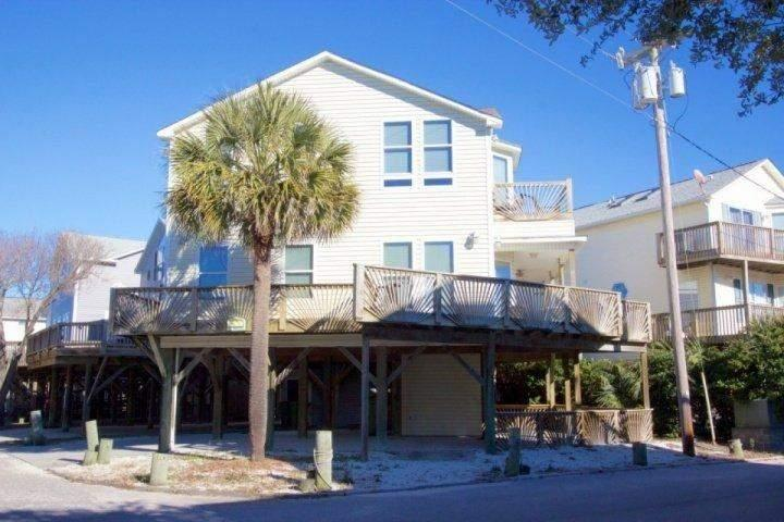 Large house with wraparound balcony in Ocean Lakes.