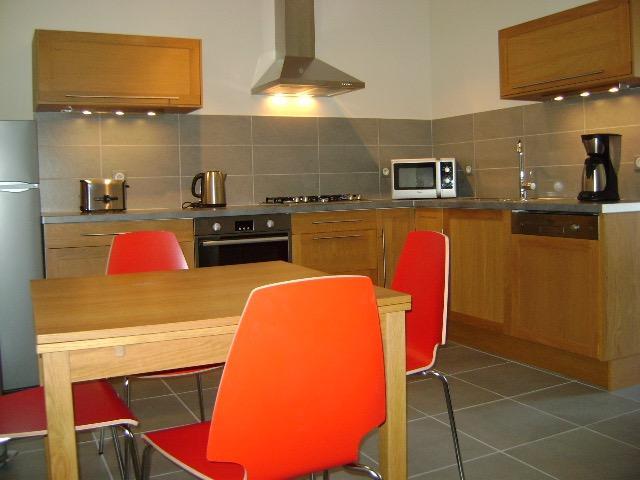 Stylish two bedroom ( maindoor ) apartment, holiday rental in Vinassan